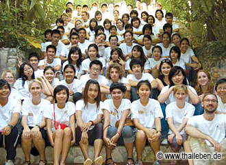 Deutsche und thailändische Schüler und Betreuer des PASCH Deutsch-Camp.