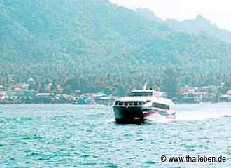 Kombiticket auf die Insel: Bus und Hispeed-Katamaran.