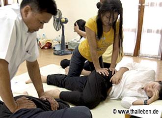 No pain, no gain! Der Meister unterrichtet hier persönlich.