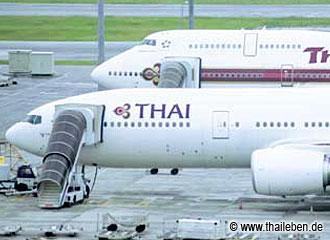 Thai Airways Flugzeuge in alten und neuen Farben.