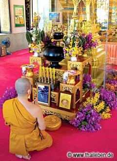 Hinter Panzerglas: Das heilige Geschenk aus Sri Lanka.